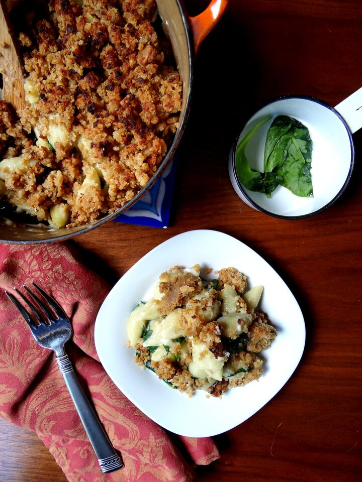 Spinach Mac n' Cheese with Field Roast Sausage Crumble